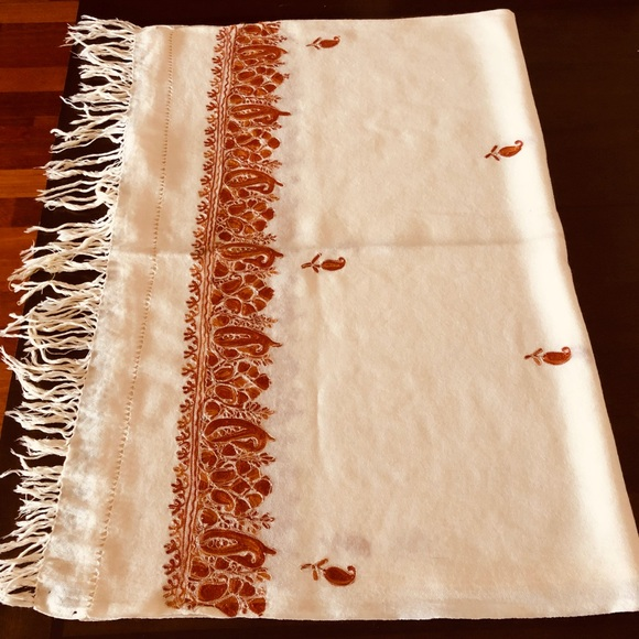 Accessories - Pashmina shawl with paisley hand embroidery